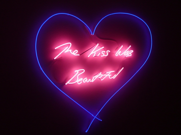 EMIN-R002175-The-Kiss-Was-Beautiful-2012-Blue-and-pink-neon-Galleria-Lorcan-ONeill-Roma-1
